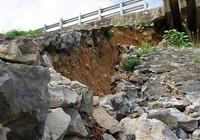 Cầu Hàm Rồng sạt lở, uy hiếp an toàn đường sắt