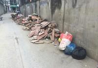 Dân đổ bệnh vì sống cạnh con hẻm đầy rác thải