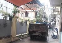 Dân kêu cứu vì xe tải chạy vào ngõ nhỏ suốt ngày đêm