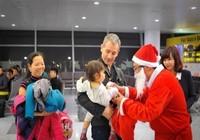 Sân bay Nội Bài tặng quà Giáng sinh cho khách