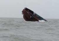 Tàu Trung Quốc chìm trên biển ở Quảng Ninh