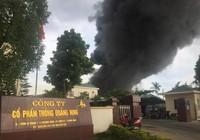 Đang cháy rất lớn tại một công ty nhựa thông