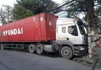 2 vụ container tông trụ điện ở quận 12 trong ngày