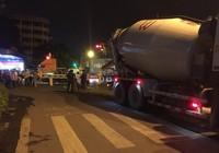 1 phụ nữ đi xe đạp chết thảm dưới bánh xe bồn ở quận 11