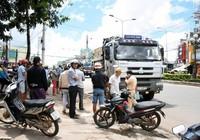 Ô tô kéo lê xe máy hàng chục mét, nạn nhân chết thảm