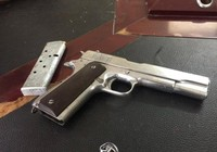 Dí súng vào đầu người nạp thẻ game vì nghi bị ăn chặn