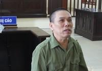 Người đàn ông hầu tòa vì chém công an xã