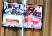 Lãnh đạo huyện bỏ về khi chủ tịch tỉnh đang kết luận họp