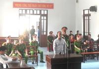 'Chí Phèo' quậy tưng UBND, bóp cổ… trưởng công an thị trấn