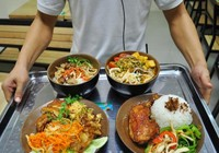 Nhiều nhà hàng bán thức ăn trôi nổi và hết hạn