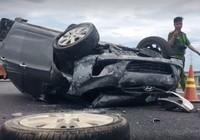 Thai phụ kêu cứu trong ôtô bị lật trên cao tốc