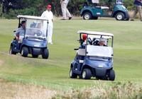 Ông Trump đánh golf ở Scotland, nói sẽ tái tranh cử 2020