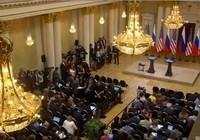 Báo chí mòn mỏi đợi hai ông Trump-Putin