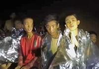 Đội bóng nhí Thái cố đào hang tìm đường thoát dù đói khát