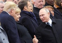 Gặp tại Paris, ông Putin giơ ngón tay cái chào ông Trump