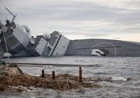 Sau va chạm với tàu dầu, tàu chiến Na Uy đang sắp chìm hẳn