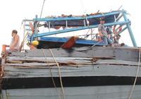 'Sau khi tông, tàu lạ đẩy chúng tôi đi cả km'