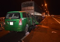 3 người trên taxi tử vong sau cú tông vào xe tải đang dừng