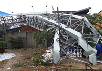 Quận Bình Tân kiểm tra, xử lý biển quảng cáo sau sự cố đổ sập