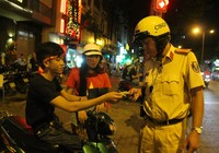 Cả trăm cảnh sát vây bắt gọn thanh niên đi 'bão' quá khích