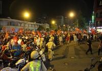 Hàng ngàn người kẹt cứng tại trung tâm TP.HCM vì... 'bão'