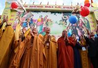 Hàng ngàn người mừng Phật đản tại Việt Nam Quốc Tự