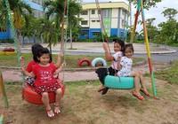 Cận cảnh sân chơi từ rác tái chế cho trẻ em ngoại thành