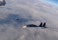 Màn tiếp nhiên liệu kép trên không khéo léo của máy bay Nga