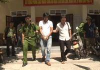 Bắt người đàn ông liên tiếp đâm hai người nhập viện