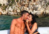 """Ronaldo chi """"sộp"""" tại Hy Lạp trước khi ra mắt ở Juventus"""