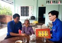 Thăm  và tặng quà các mẹ Việt Nam anh hùng tại Củ Chi