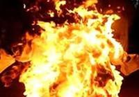 Lửa bùng phát khi chiết xăng dầu, 2 người bị bỏng nặng