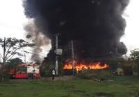 Cháy dữ dội 3 nhà xưởng ở Bình Chánh