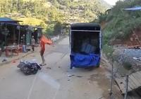 Người đi xe máy đâm vào xe tải đang đậu, tài xế xe tải lỗi gì?