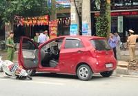 Tài xế mở cửa ô tô bất cẩn làm nữ sinh bất tỉnh tại chỗ