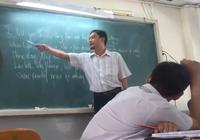 Thầy giáo dạy hát 'Chuyện tình Lan và Điệp' bằng... tiếng Anh