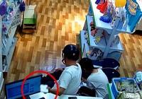 Tung chiêu trộm điện thoại ngay trước mặt nhân viên