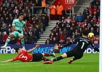 Arsenal đứt mạch bất bại, Southampton thoát nhóm cầm đèn đỏ