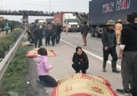 Xe tải đâm vào đoàn đi viếng mộ, 8 người chết