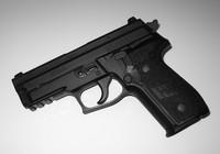 Nổ súng trước tiệm cho vay, 3 người bị thương