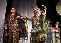 Thành Lộc làm 'vợ' Hữu Châu trong 'Mơ giấc tình tình'