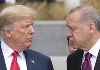 Ông Trump vừa đấm vừa xoa ông Erdogan
