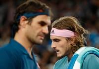Xem clip tay vợt 20 tuổi Tsitsipas 'hành hạ' Federer