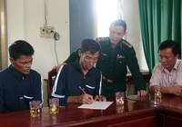 Ngư dân Bình Định cứu 2 người Philippines trên biển Trường Sa