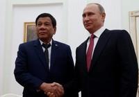 Ông Duterte hỏi vay tiền Nga để mua súng