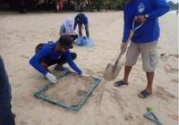 Hút thuốc ở bãi biển Thái Lan, phạt 70 triệu đồng