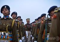 200 cảnh sát Ấn Độ nhập viện vì nghi ngộ độc
