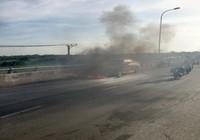 Xe 4 chỗ chở 2 trẻ em bốc cháy ở Tiền Giang
