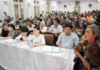 Ông Đoàn Ngọc Hải đối thoại với dân chung cư Cô Giang