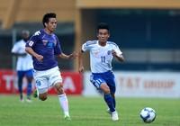 Văn Quyết sút tung lưới đồng đội trên tuyển Việt Nam